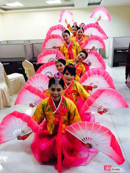 Chinese fan dancers in Dubai