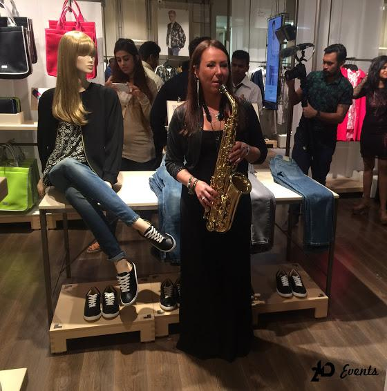 2ID - FEMALE SAXOPHONE PLAYER FOR THE STORE OPENING