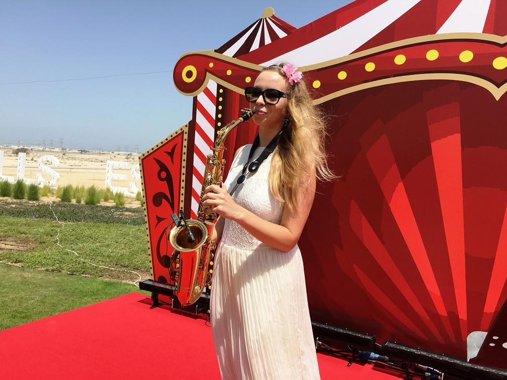2ID - FEMALE SAXOPHONIST FOR THE PUBLIC EVENT