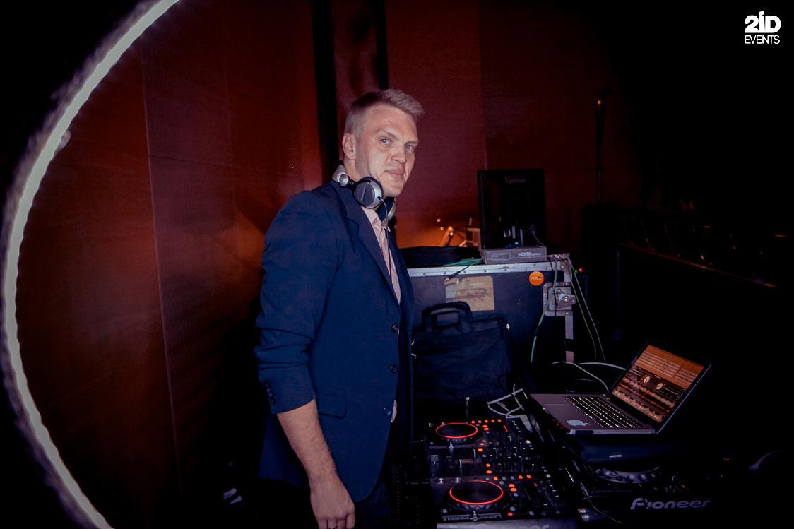 2ID - DJ FOR THE CORPORATE EVENT