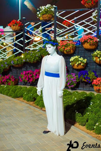 2ID - LIVE STATUES FOR THE GRAND OPENING OF THE MIRACLE GARDEN