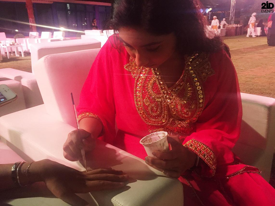 WHITE AND GOLDEN HENNA ARTIST FOR PRIVATE PARTY