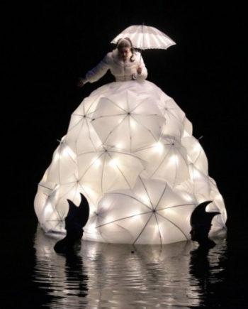 Floating Opera Singer in Dubai