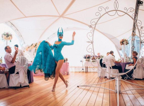 Revolving Frame Show in Dubai