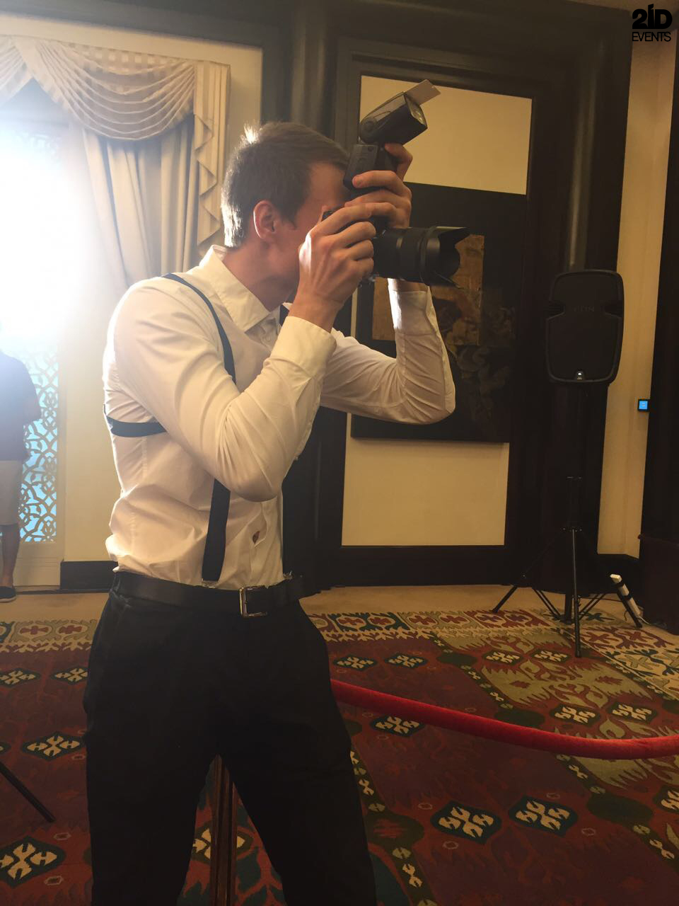 FAKE PAPARAZZI AND SINGING WAITERS FOR PRIVATE EVENT