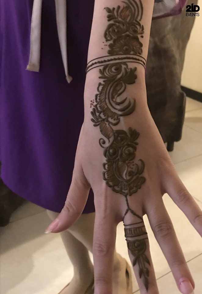 HENNA ARTIST FOR BEAUTY SALON PROMO
