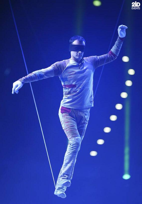 Blindofold Slackline Artist in Dubai