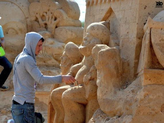 MALE SAND SCULPTURE ARTIST IN THE UAE