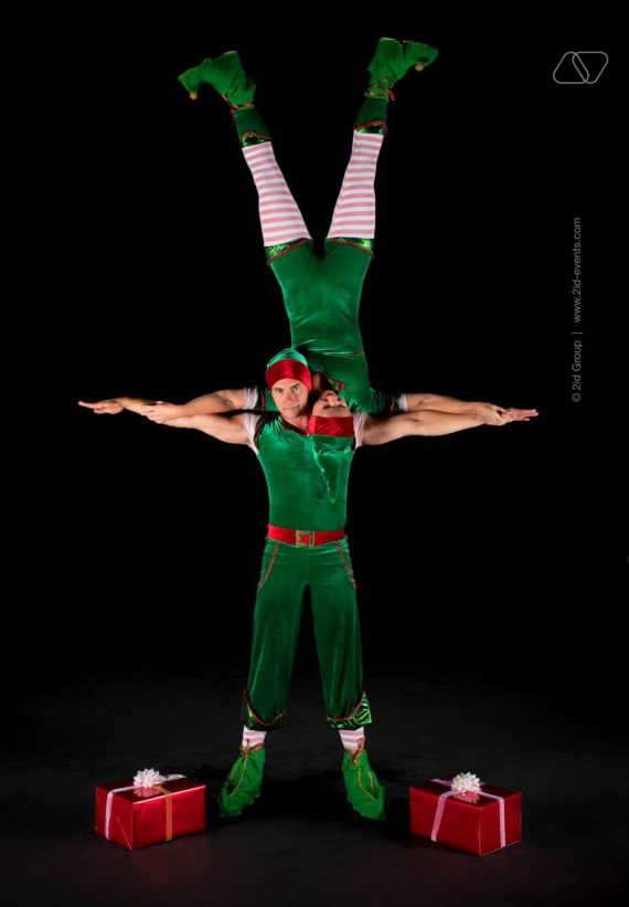4 9 570x821 - CHRISTMAS THEMED ACROBATIC ARTISTS