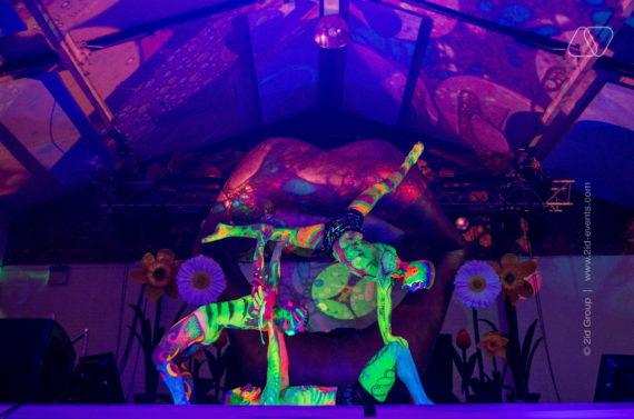 5 Neon Jungle Trio Acro Lift 570x377 - UV DANCE SHOW IN DUBAI